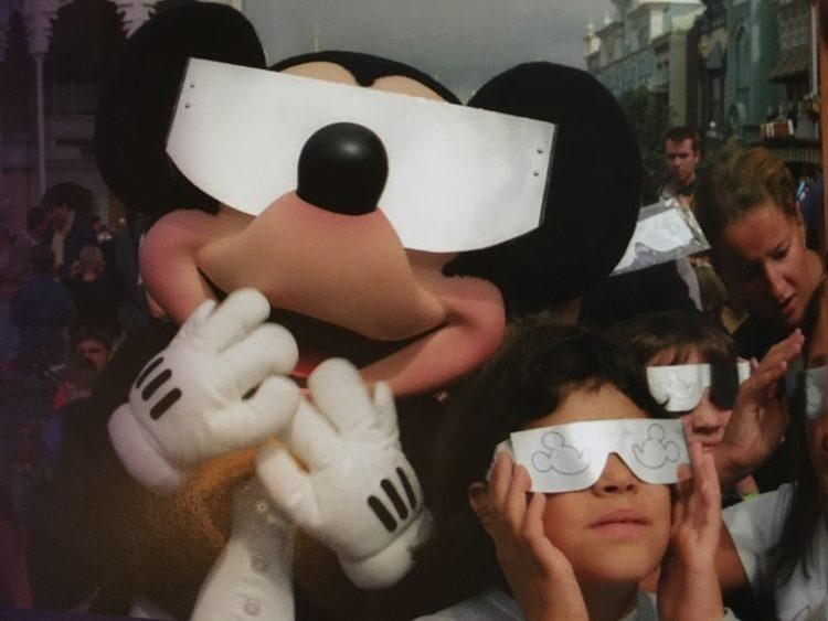 Zonsverduistering Disneyland Paris