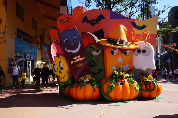 Halloween Disney Village