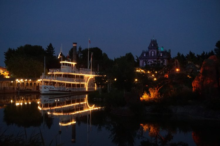 Frontierland by night