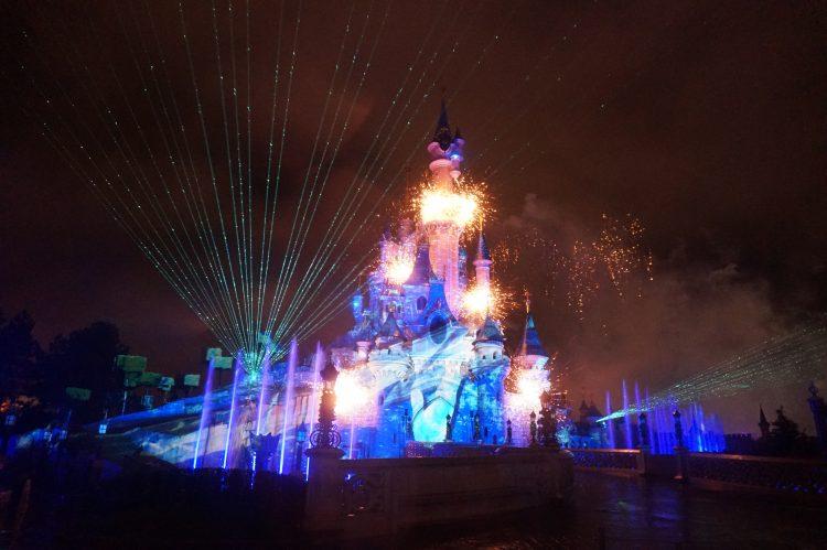 Disney Illuminations met regen